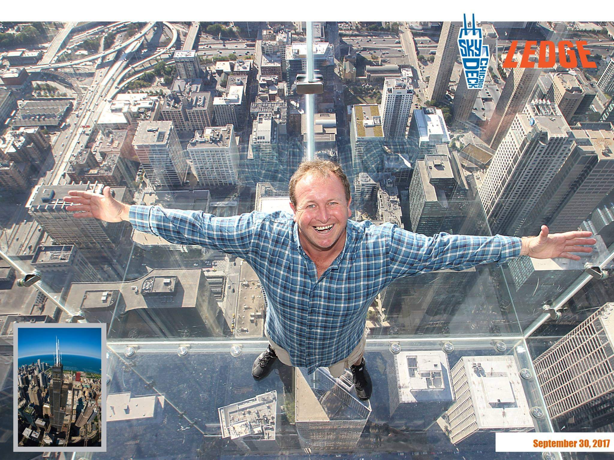 Chicago, USA. 1,353 feet in the air, the Ledge's glass boxes extend out 4.3 feet from the Willis Tower